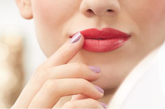 a beautiful girl with natural DIY Lip Scrub - Homemade Lip Scrub