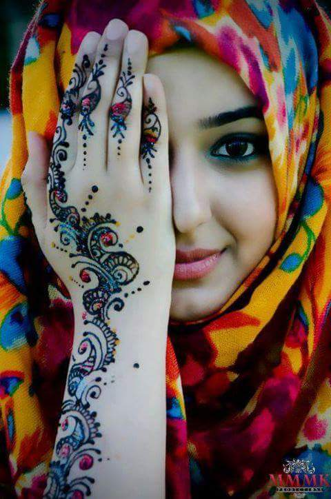 A girl with Simple And Easy Mehndi Designs on hand
