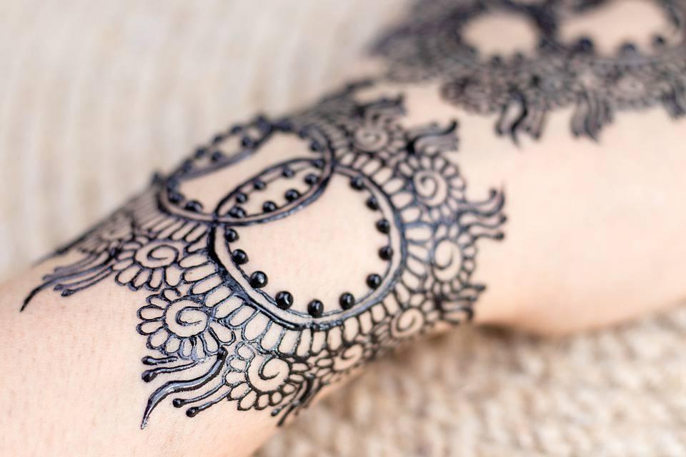 Eid Mehndi designs on the back hand