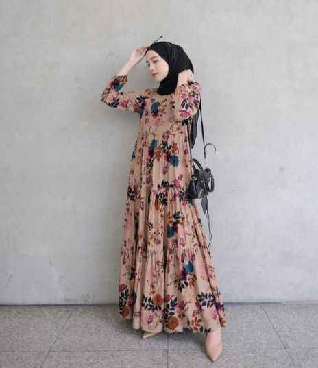 Girl with floral new hijab styles for summer 2021