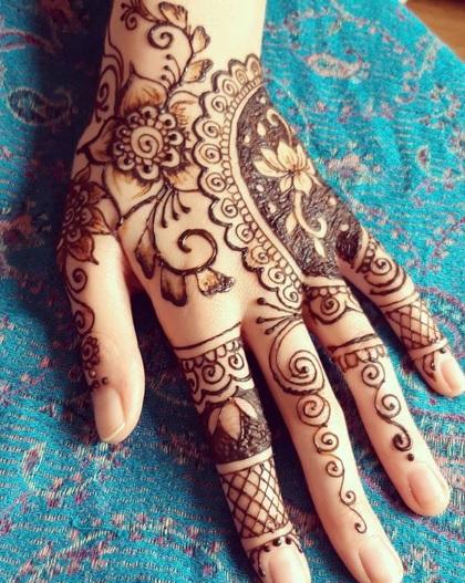 back hand henna mehndi art