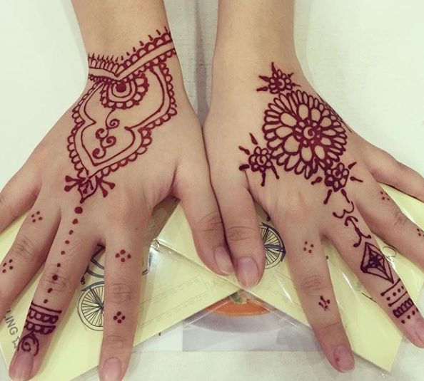 back hand easy to make henna design