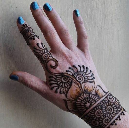 easy-floral-bach-hand-henna-design