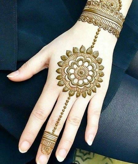 small circle hand henna