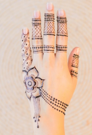 finger and back-hand-side-henna-design-simple-