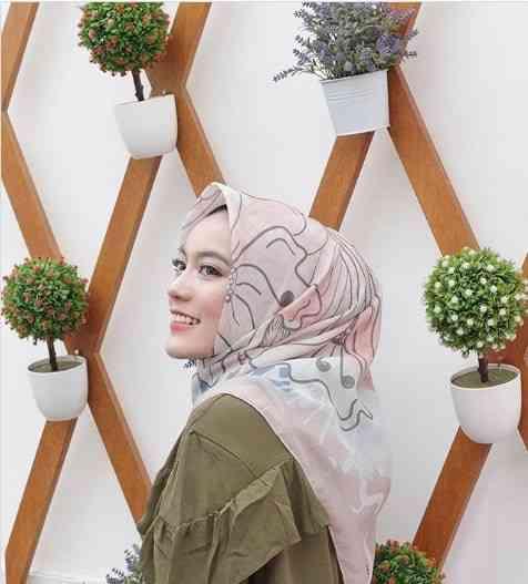 girl with Turkish Style Hijab
