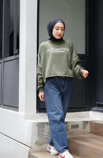 girl with jeans army hijab look