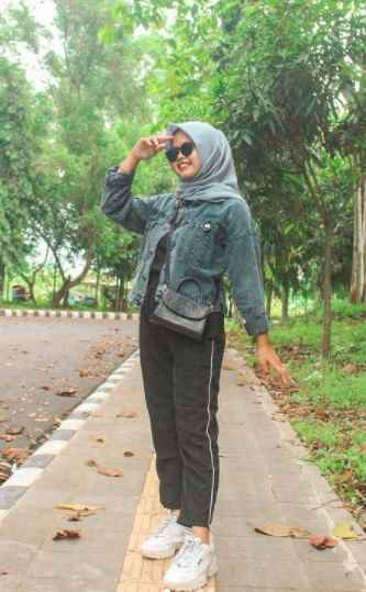 ootd jaket jeans with neutral color hijab